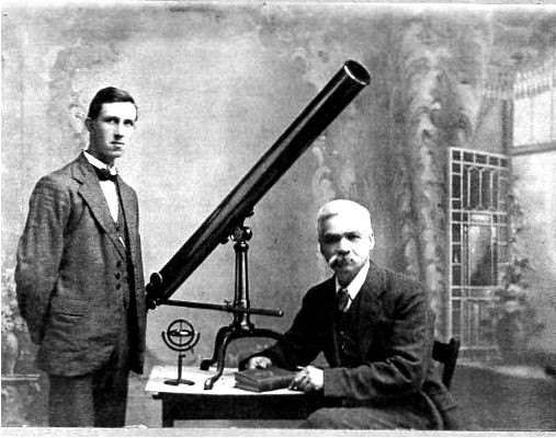 Hugh Percy Wilkins (standing) with Arthur Mee (poet, astronomer and author, 1860 - 1926).